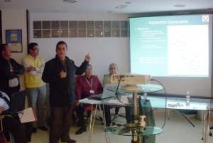 El Dr. Adolfo Céspedes Zavaleta imparte una conferencia sobre la regionalización de los Estados.